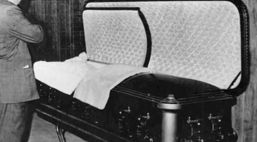 Image result for marilyn monroe AUTOPSY PHOTOS